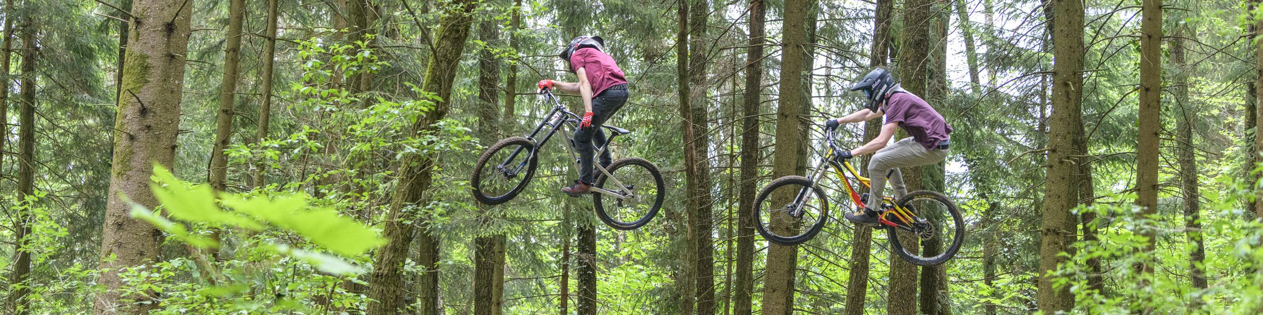 Jump-Session im Bike-Park